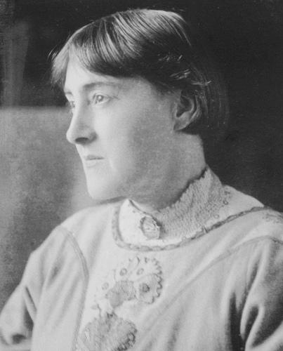 Portrait photograoh of Elizabeth Gibson, c1913